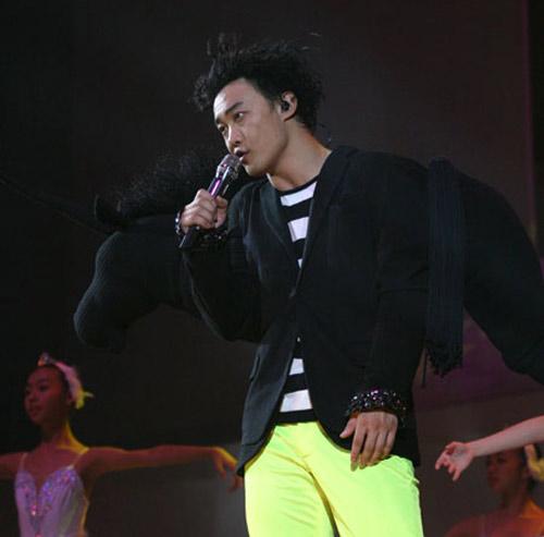 陈奕迅曾身着独角兽服装演唱