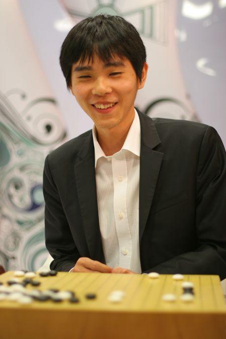 图文:BC卡杯零封常昊夺冠 李世石终于露出笑容