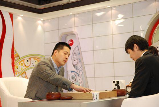 图文:BC卡杯决赛第三局 常昊九段落子坚定有力