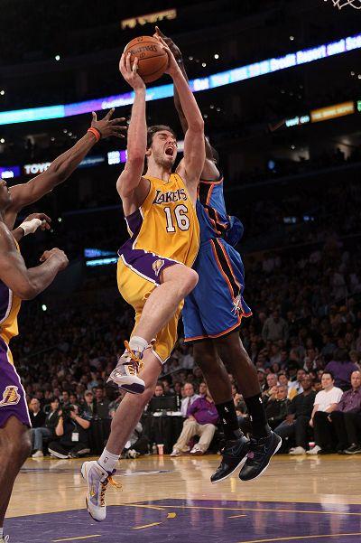 图文:[NBA]湖人战雷霆 加索尔上篮