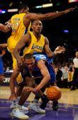 图文:[NBA]湖人战雷霆 阿泰欺负对手