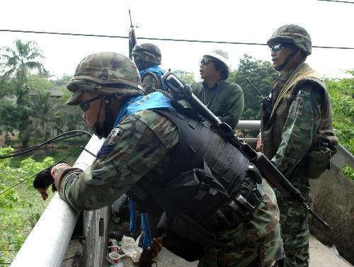 组图:泰国军警与