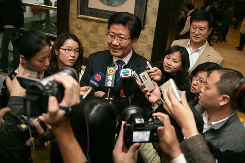 """张春贤身上被寄予了极大的期望,被戏称为第三个入疆的""""湖南人"""""""