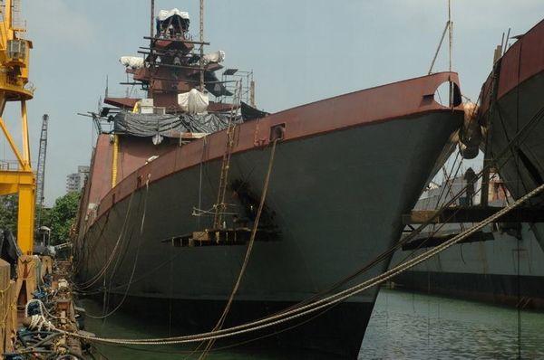 什瓦利克级隐身护卫舰首舰什瓦利克号 开工日期:2001.7.11 下水日期:2003.4.18