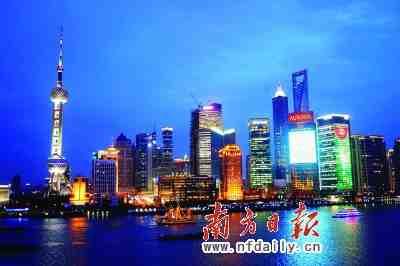 上海陆家嘴夜景。现在已是上海最具魅力的地方。南方日报特派记者曾强摄