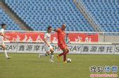 图文:[中超]重庆0-1杭州 护球进攻0
