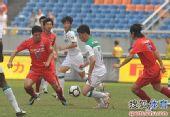 图文:[中超]重庆0-1杭州 谢志宇突围