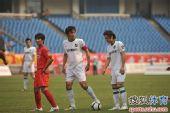 图文:[中超]重庆0-1杭州 队长风范