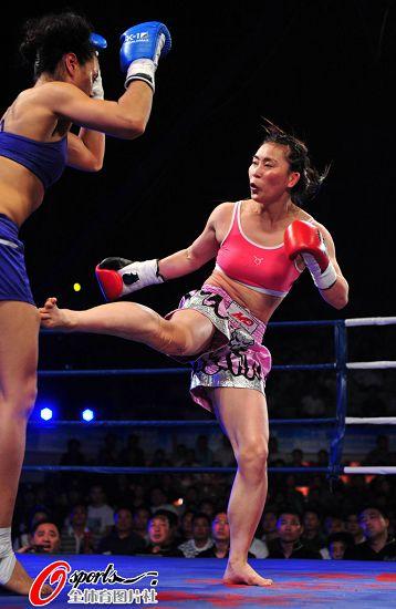 女子被男子kojiao_图文:中国女拳手遭ko 女子比赛吸引观众