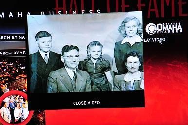 图C,奥马哈名人堂里巴菲特的纪录片,当年的小小少年,谁能想到他日后的远大前程