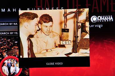 图D,奥马哈名人堂里的巴菲特纪录片,青涩的少年