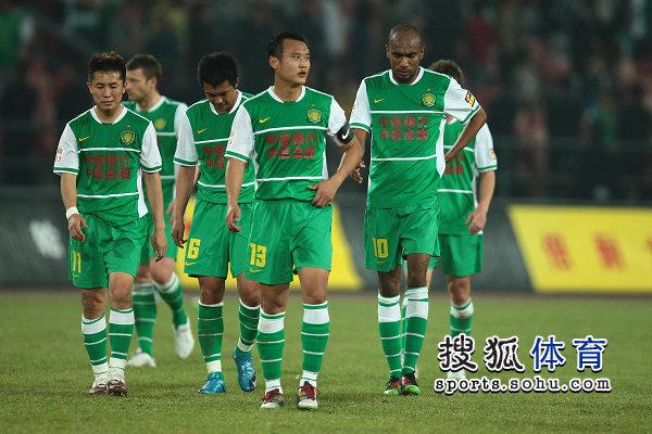 图文:[中超]北京1-1青岛 徐云龙奥托遗憾