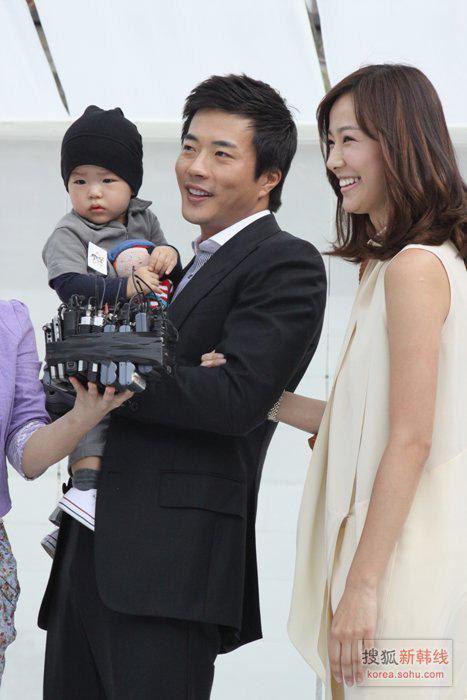 张东健婚礼视频_独家:张东健结婚花费35亿 高小英讲述十年感情-韩娱频道