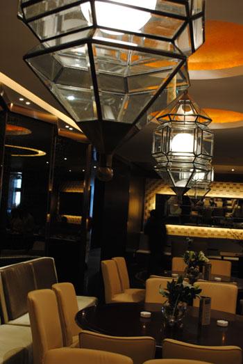 广场二层,餐厅特有美观的结构空间是大型商务宴请