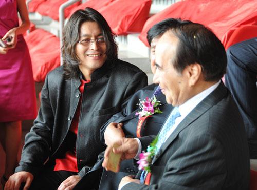 孔太和全国政协副主席阿不来提_阿不都热西提在观众席一同观看表演