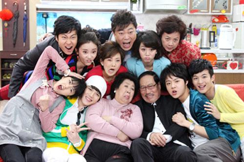 搞笑一家人拍摄花絮_《搞笑一家人》即将杀青 牛莉侯凯飚戏笑翻全场-搜狐娱乐