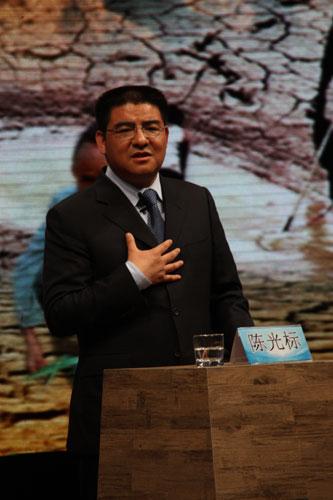 """""""中国首善""""陈光标作为""""问人篇""""嘉宾,呼吁更多的企业加入抗灾中来。.JPG"""