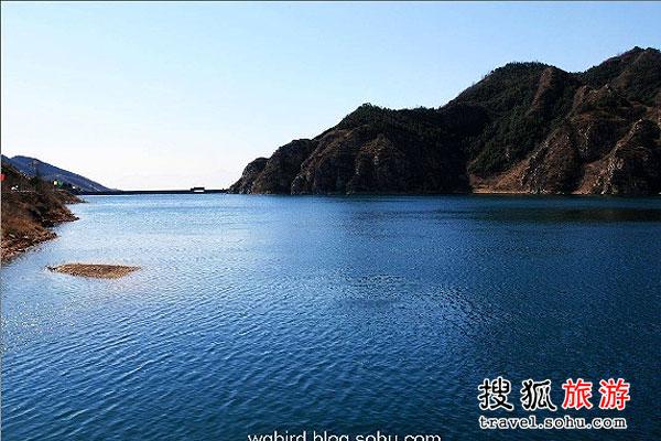 黄松峪水库 高山平湖蔚蓝的水库