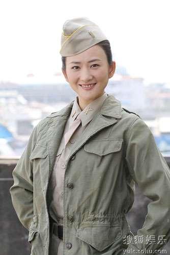 《中国远征军》热拍 李玥再着军装英姿飒爽(图)