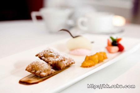 香脆意大利朱古力云吞配日本柚子雪葩伴焦糖香蕉及杂莓 $118