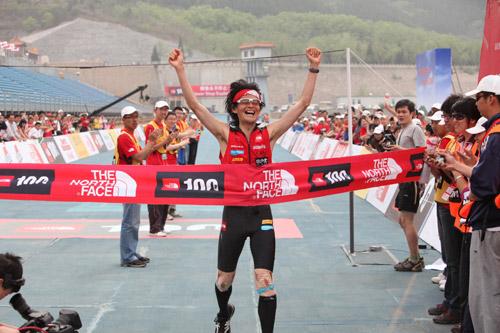 男子100公里挑战赛 日本选手镝木毅成功卫冕