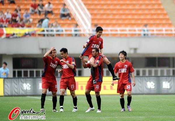 图文:[中超]陕西VS南昌 兴奋庆祝