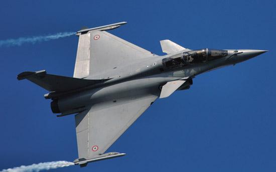 """法国空军现役的""""阵风""""B型多用途战斗机。"""