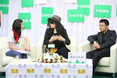 访谈现场。左起:主持人DORIS(王芝露)、建筑师费菁、搜狐时尚文化中心总监方军