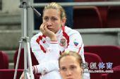 图文:俄罗斯美女队员观战尤杯 关注队友比赛