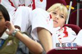 图文:俄罗斯美女队员观战尤杯 躺在座位上