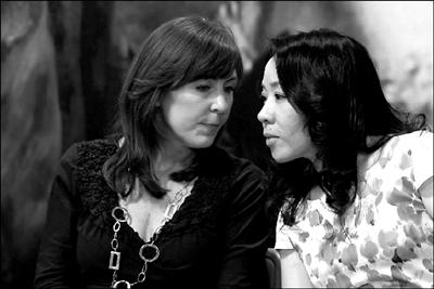《茶花女》主演张立萍、玛丽・邓利维出席发布会。本报记者 张伟 摄