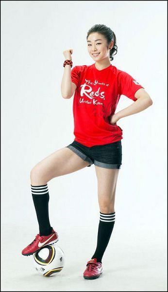金妍儿穿红魔啦啦队服装