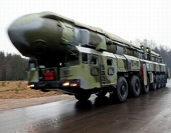 """俄罗斯""""白杨-M""""洲际弹道导弹。"""