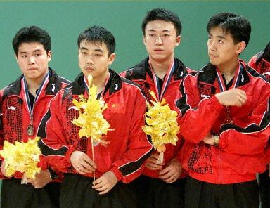 01 2000年3月第45届吉隆坡世乒赛男团,中国获亚军,王励勤参加小组赛,淘汰赛没有出场