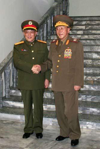 2006年04月曹刚川上将在平壤会见金一哲次帅。新华社记者高浩荣摄
