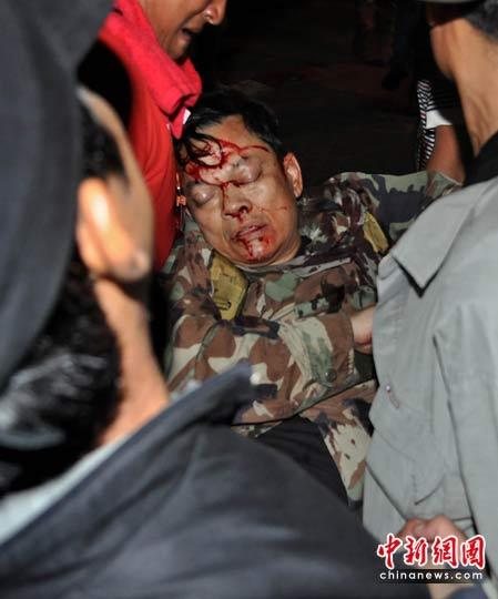 泰国军警与红衫军冲突 陆军少将头部中枪(组图)