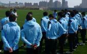 图文:[中超]体育局官员视察实德 教练布置训练