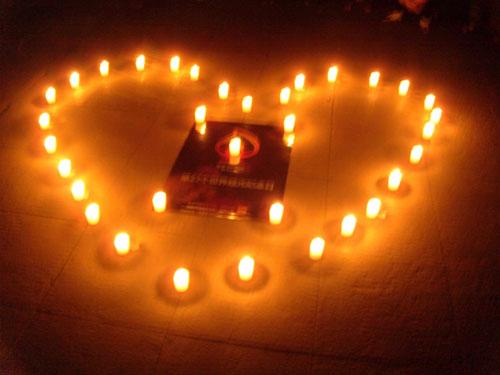 点点烛光,寄托我们对逝者的无尽哀思