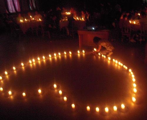 点燃蜡烛,点燃关爱