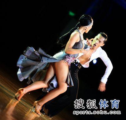 组图:帅哥美女演绎激情舞蹈
