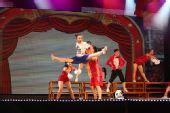 图文:亚运啦啦队选拔赛落幕 歌舞青春