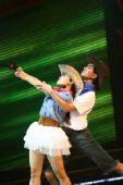 图文:亚运啦啦队选拔赛落幕 牛仔激情舞蹈