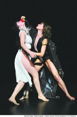 现代芭蕾舞剧《白雪公主》剧照。