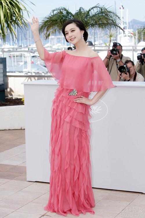 Valentino粉红雪纺长裙