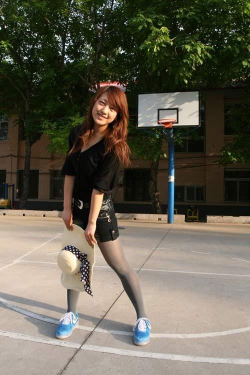 组图:爱篮球校园女生show