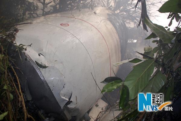5月22日,印度南部卡纳塔克邦门格洛尔市的客机失事现场一片狼藉。新华社/路透