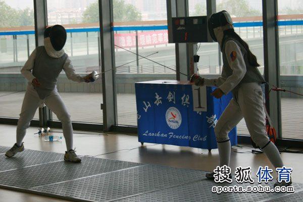 图文:全国业余击剑联赛老山站 女子花剑比赛