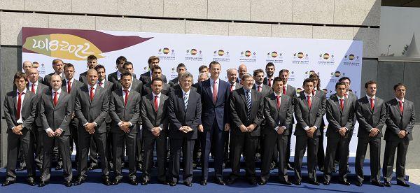 西班牙出征世界杯前拍全家福