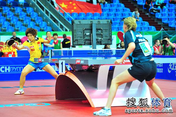 图文:世乒赛女队3-0波兰 刘诗雯远台扣球