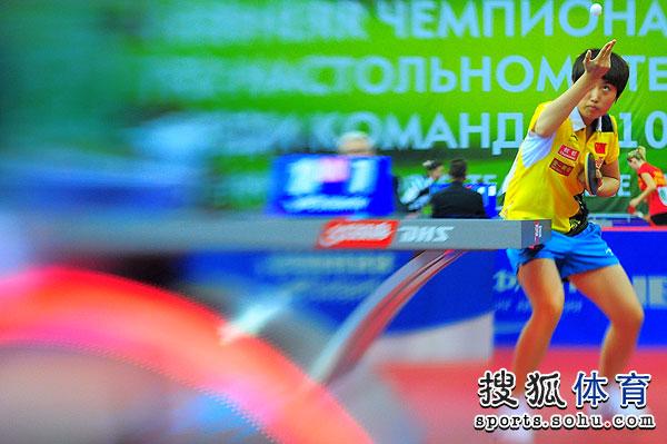 图文:世乒赛女队3-0波兰 郭跃高抛发球